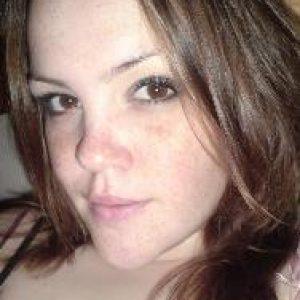 Singlefrau sucht ihr Glück im Internet 1