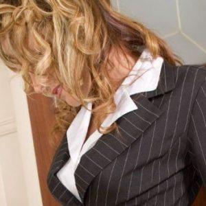 Geschäftsfrau anonym, sucht diskreten Herren.